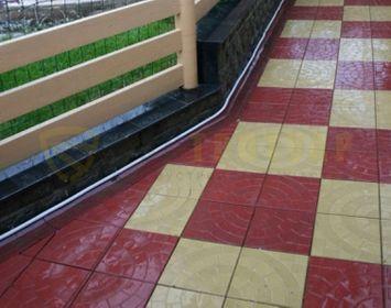 Участок мощенный из тротуарной плитки паутинка 350х350х50 мм размером, красного и кремового цвета