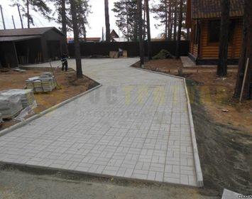 Площадка на даче из тротуарной плитки 8 кирпичей  серого цвета