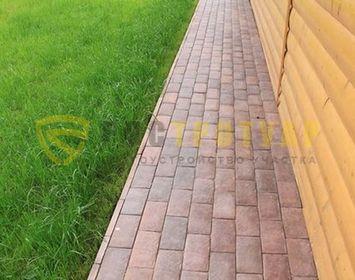 Укладка отмостки дома с применением тротуарной плитки английский булыжник