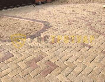 Площадка мощенная тротуарной плиткой английский булыжник